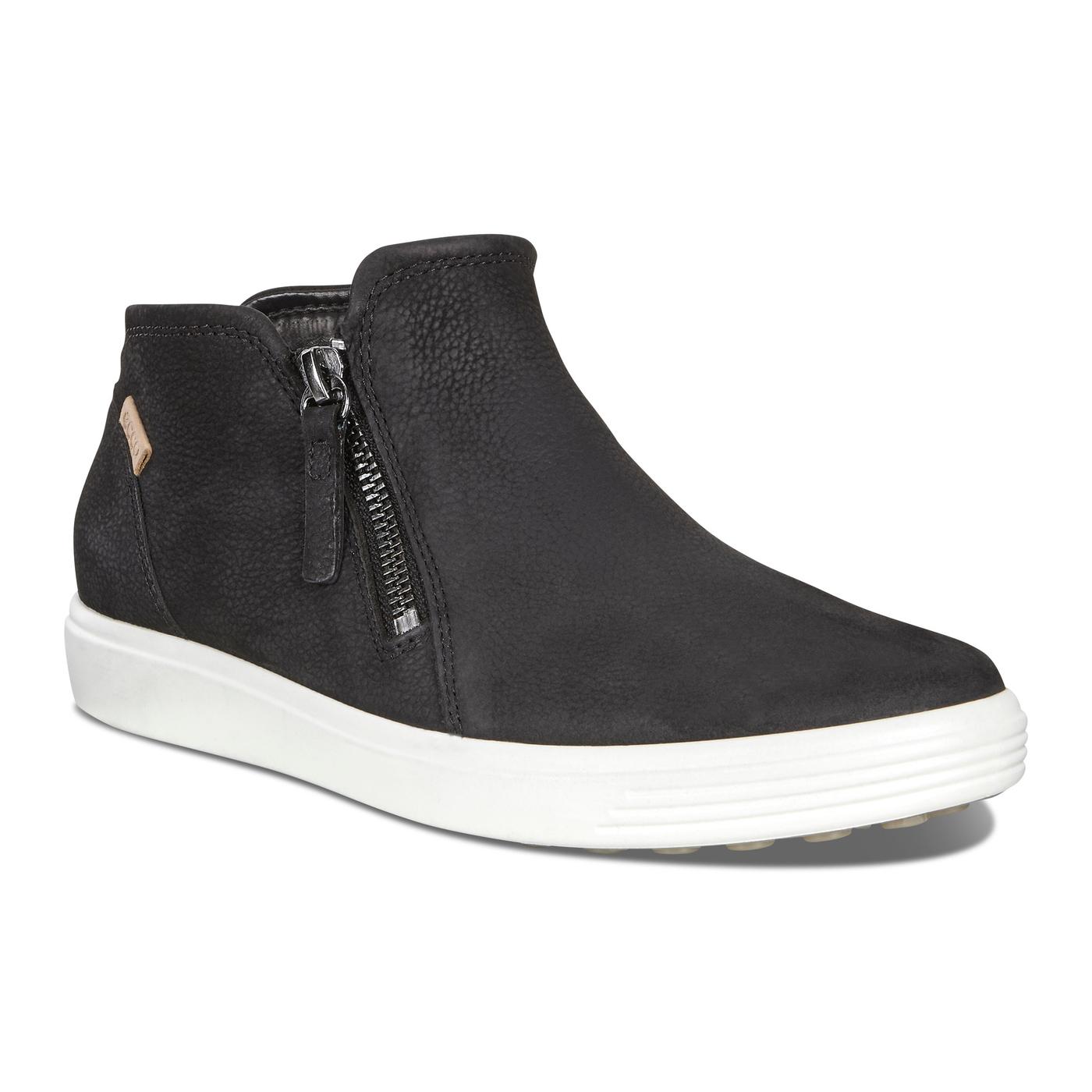 Soft 7 Low Bootie Black/Powder Leather